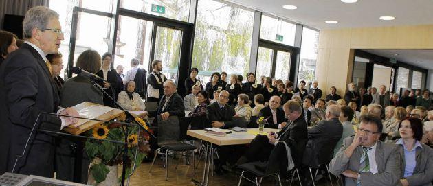 (c) Heidi Foessel, Lahr-Dinglingen, Gemeindehaus an der Martinskirche, Einweihung am 04.10.2010, OB Dr.W.Müller, BZ Heidi Foessel